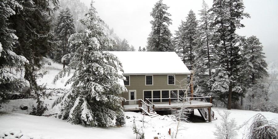 The Lodge at Palmer Lake in the snow