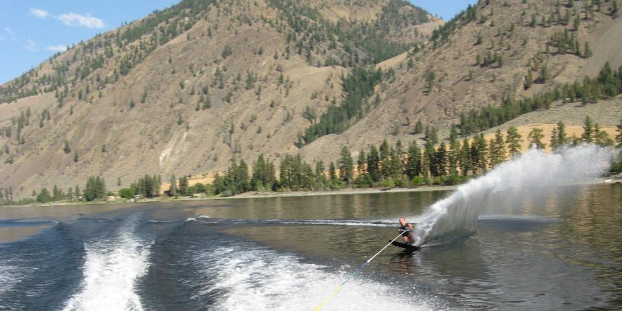 Perfect waterskiing conditions at the Lodge at Palmer Lake